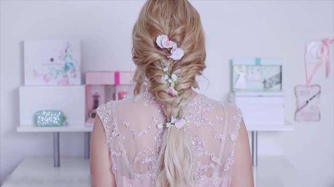 春暖花开的季节里,打造一款森女系新娘发型,仙气弥漫