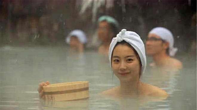 """泰国的""""泥巴浴"""",为何年轻女孩都喜欢泡,网友:2000一次都值!"""