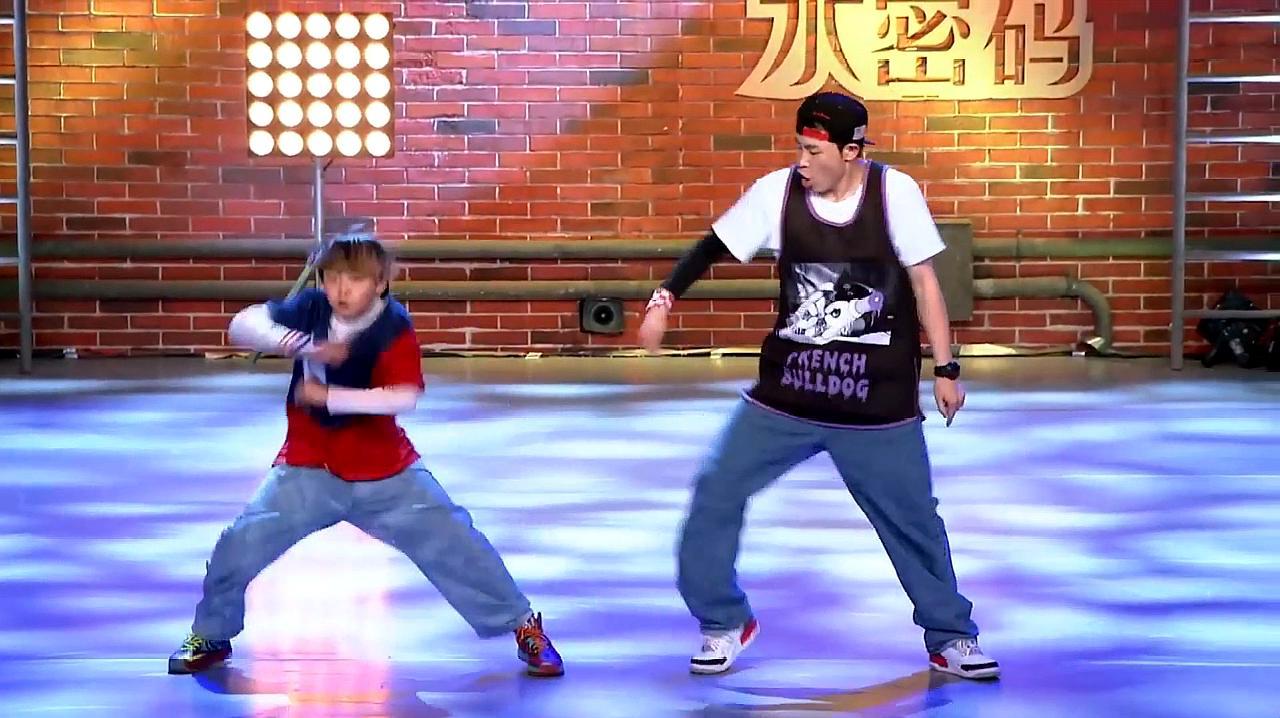 中国好舞蹈:河南干父子上好舞蹈,跳快乐街舞,引黄豆豆喝彩