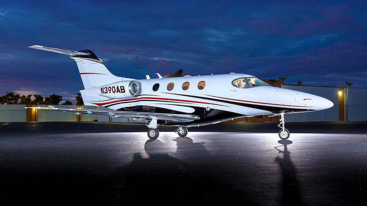 适合短途飞行的豪客200公务机,能坐6个人,一名飞行员即可驾驶
